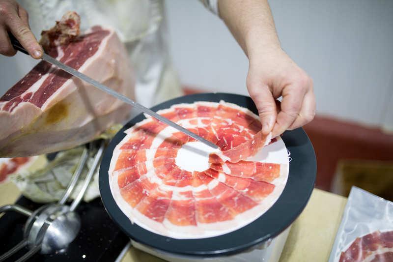 Proceso del perfilado de un jamón